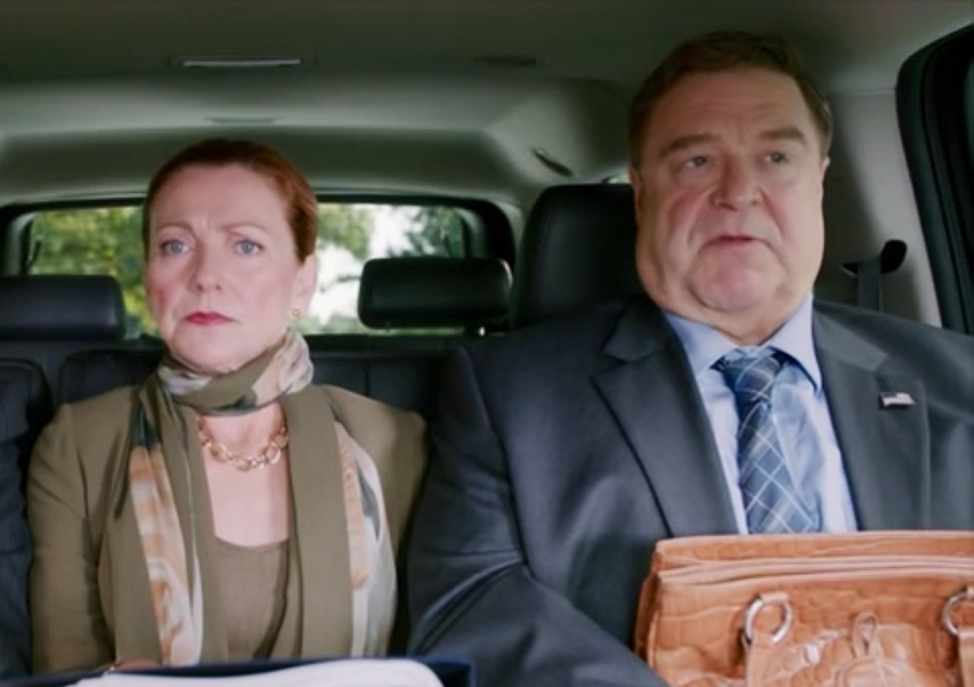Alpha House D John Goodman & Julie White in Limo.PNG